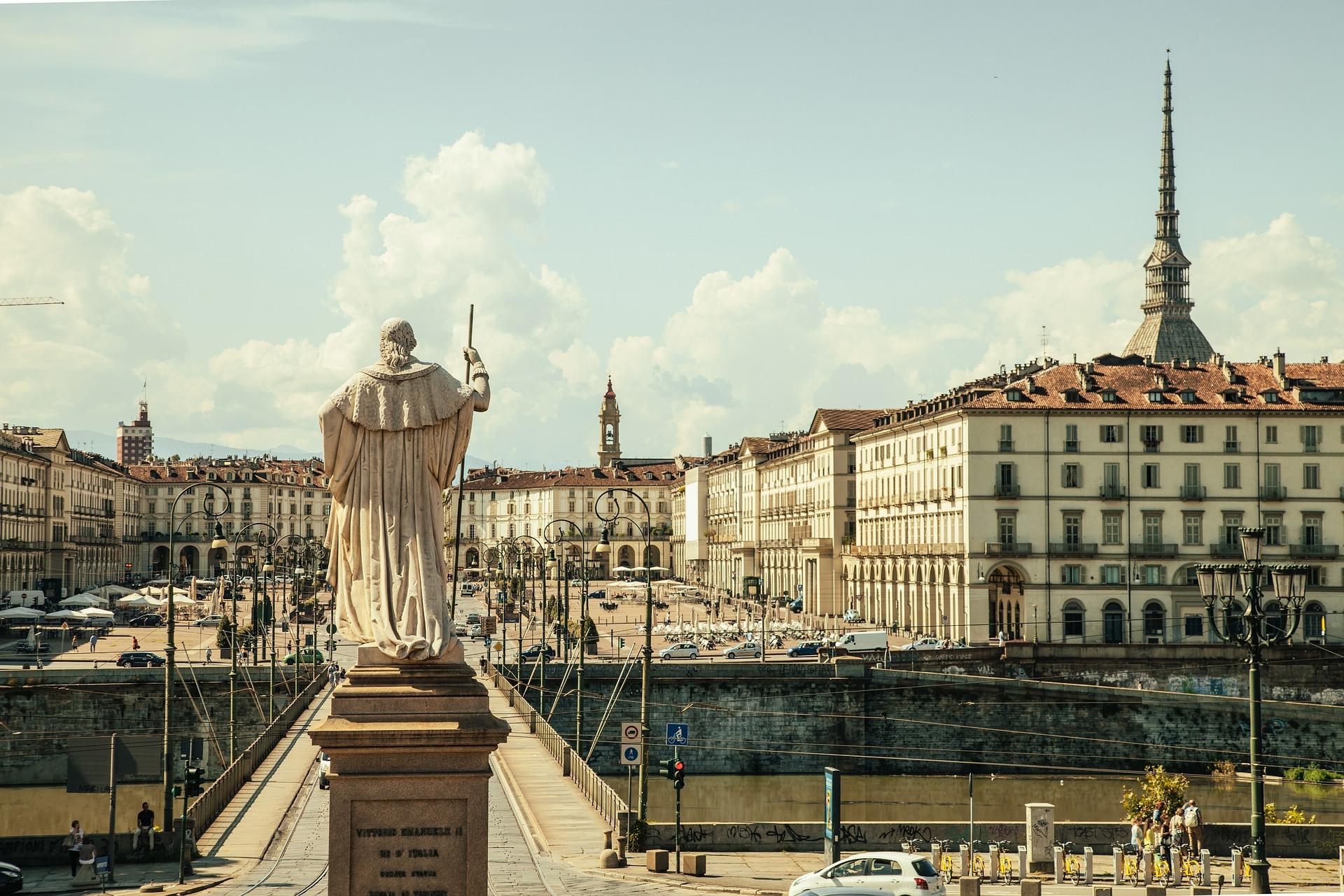 piazza-vittorio-438449_1920