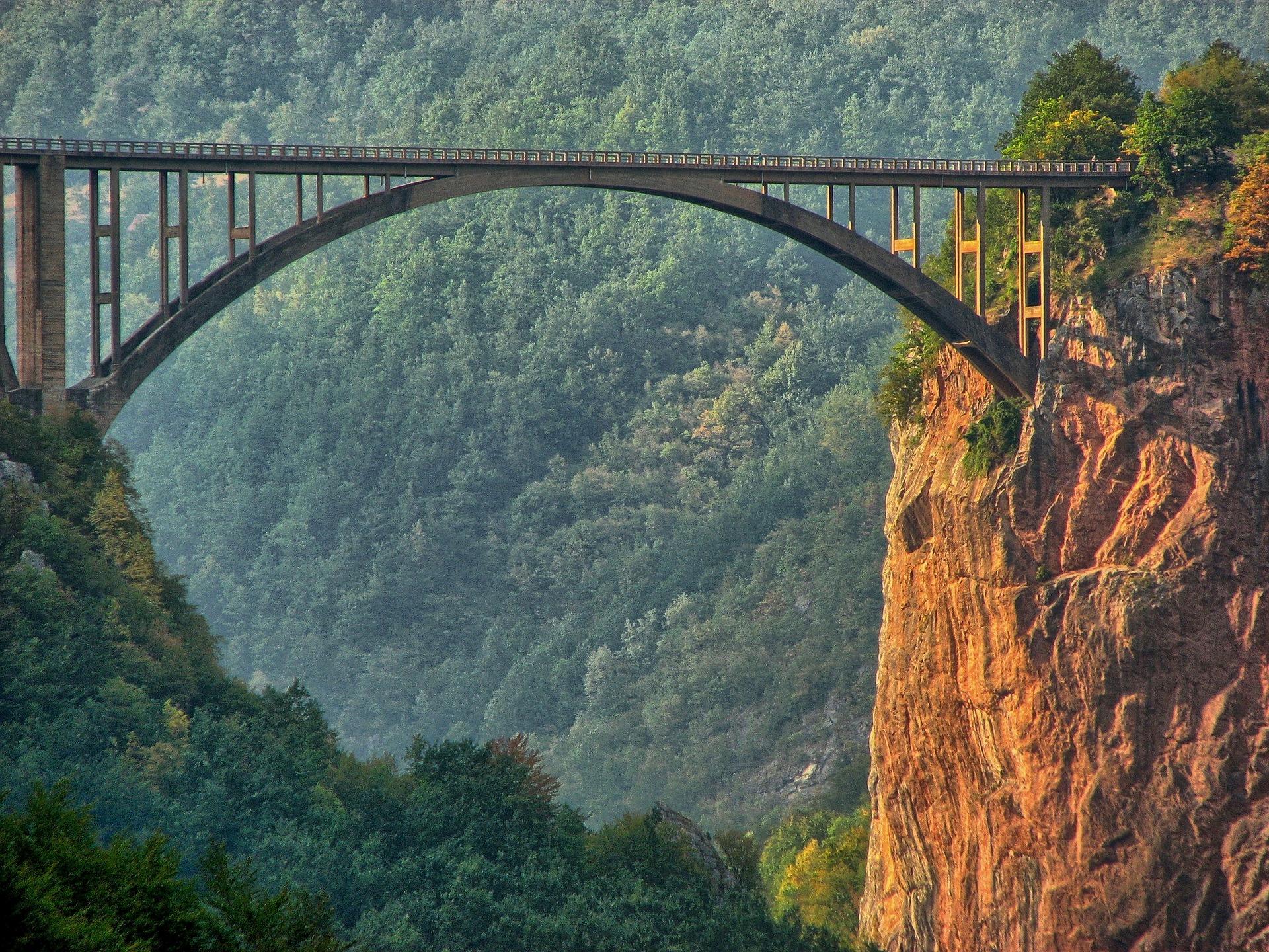 bridge-2747511_1920