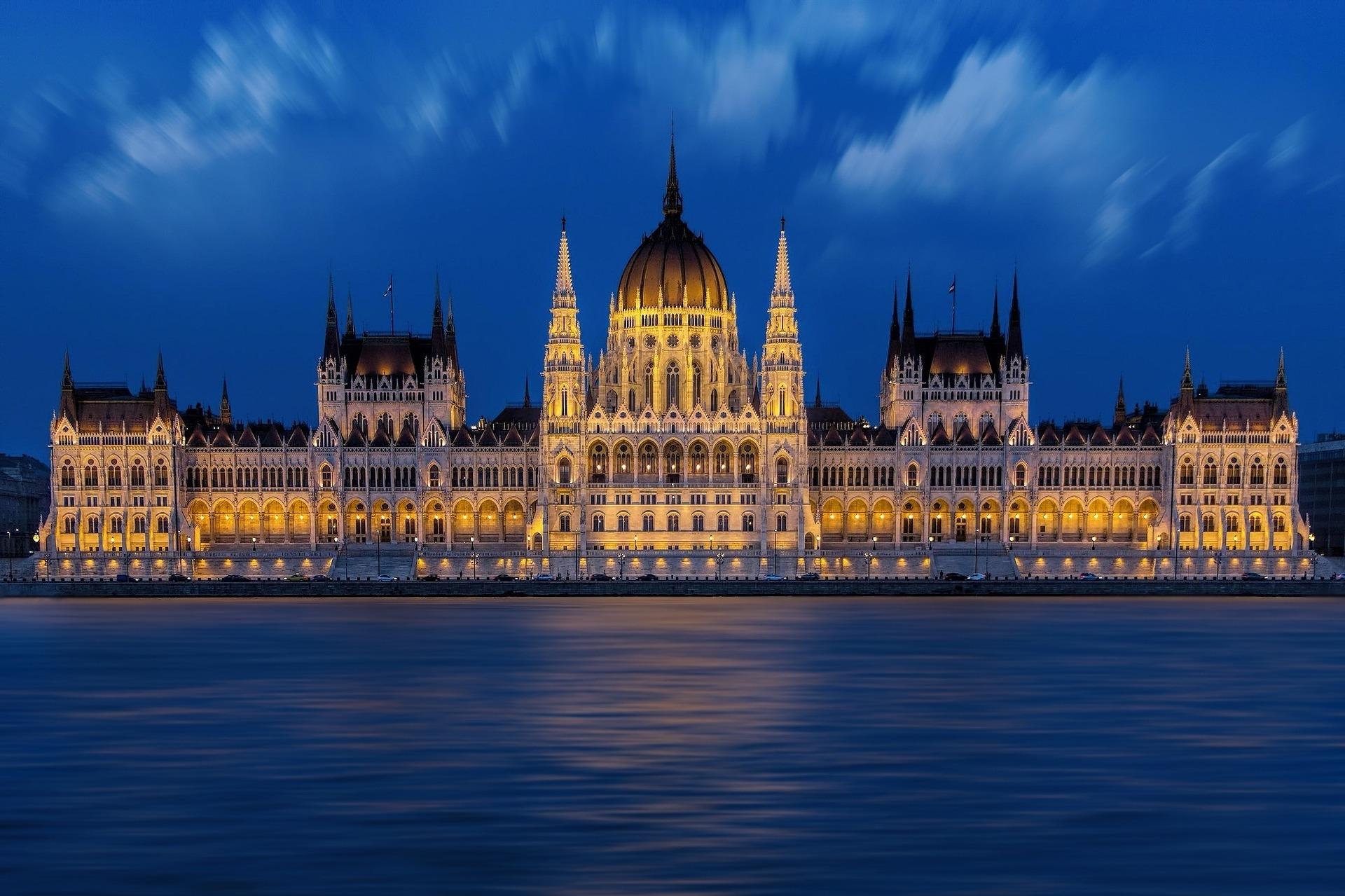 budapest-1440679_1920