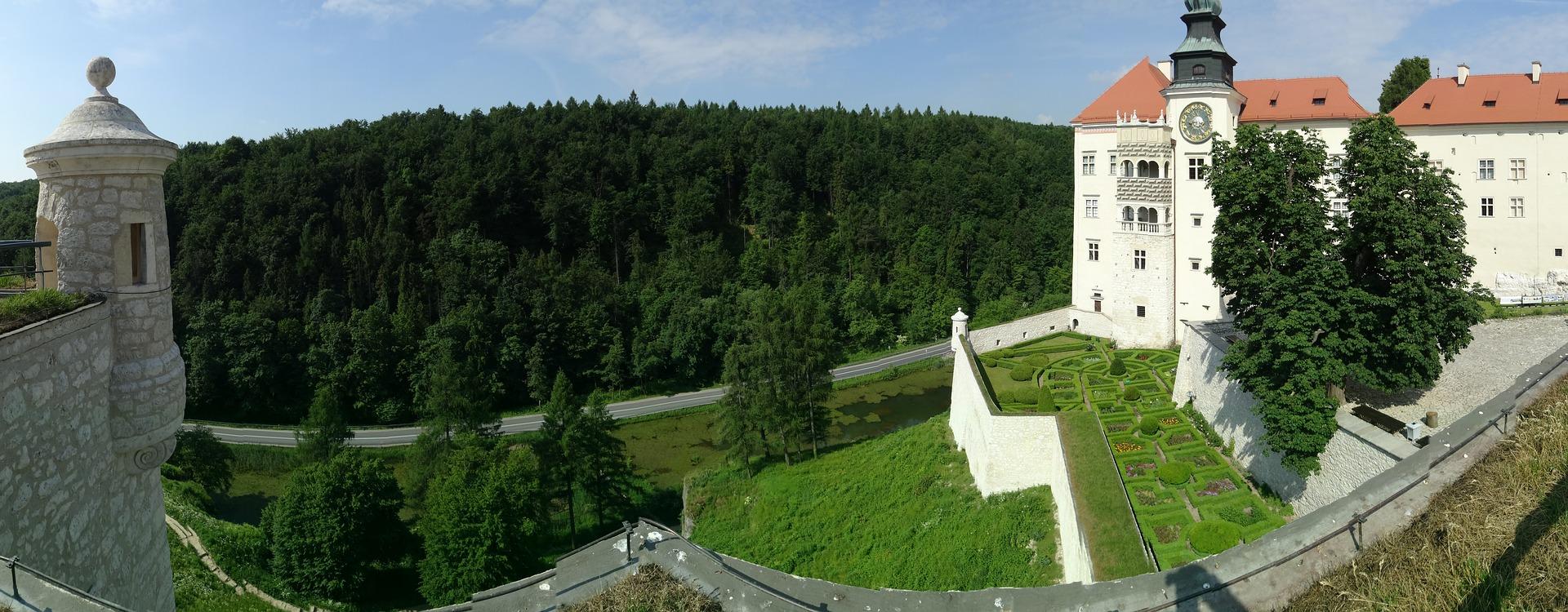 castle-1639681_1920