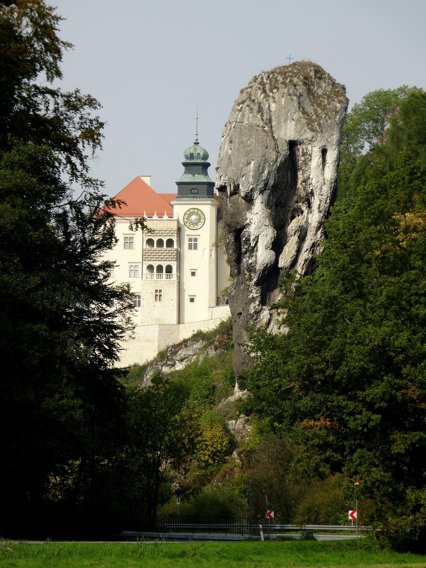 pieskowa-skaa-castle-1065527_1920