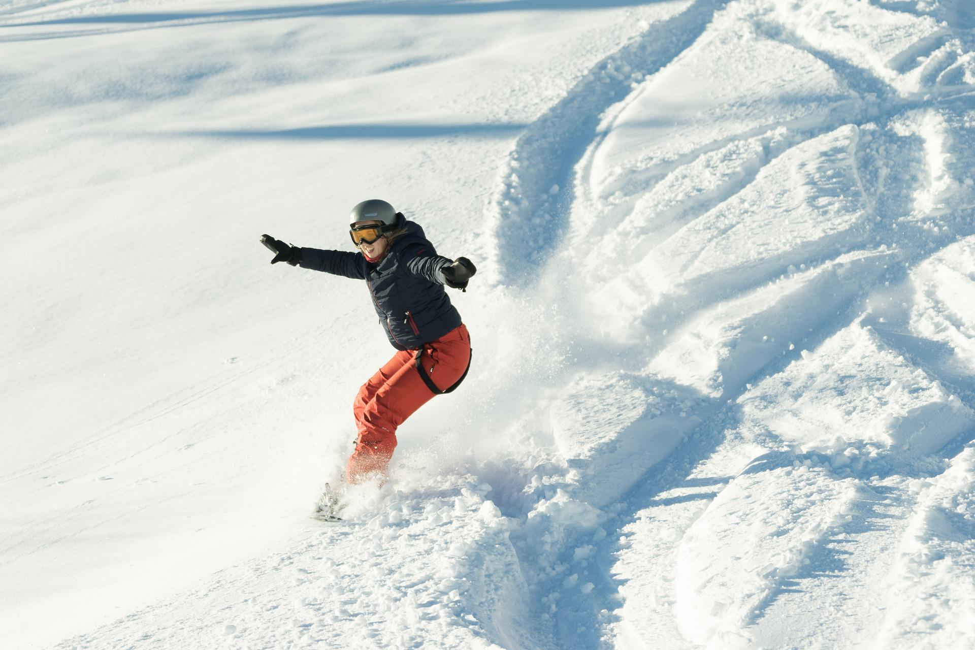 snowboarder-4993873_1920